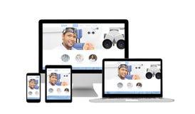 Dispositivos responsivos - conceito em linha dos cuidados médicos do Web site Foto de Stock