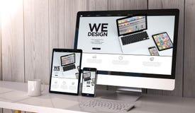 dispositivos responsivos no espaço de trabalho nós deisgn Imagem de Stock Royalty Free