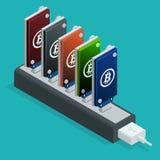 Dispositivos USB de la explotación minera de Bitcoin en fila Concepto en línea isométrico isometry plano del bitcoin de la explot Fotos de archivo libres de regalías