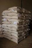 Disposizione con i lotti dei sacchi del fertilizzante. Fotografia Stock