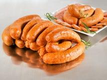 Disposizione con la salsiccia di maiale fresca Fotografie Stock