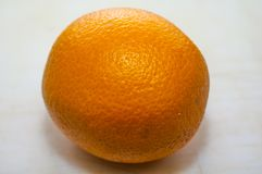 Disposizione creativa fatta dell'avocado, della cipolla, dei pomodori, del pepe e del limone Disposizione piana Concetto dell'ali immagini stock libere da diritti