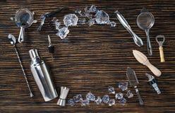 Disposizione degli strumenti per la fabbricazione dei cocktail Fotografia Stock