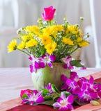 Disposizione dei fiori nel partito Immagine Stock