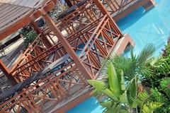 Disposizione dei posti a sedere coperta del poolside Fotografie Stock Libere da Diritti
