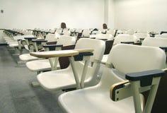 Disposizione dei posti a sedere del corridoio di conferenza fotografie stock libere da diritti