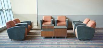 Disposizione dei posti a sedere del salotto dell'aeroporto Fotografie Stock