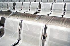 Disposizione dei posti a sedere di fila del salotto Fotografia Stock