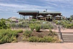 Disposizione dei posti a sedere e giardino all'aperto Oregon rurale Fotografia Stock