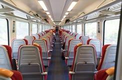 Disposizione dei posti a sedere interna del treno passeggeri Fotografia Stock Libera da Diritti