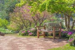 Disposizione dei posti a sedere nel giardino Immagine Stock