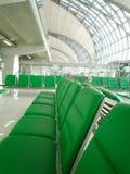 Disposizione dei posti a sedere vuota all'aeroporto Immagine Stock