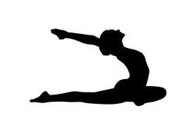 Disposizione della donna sulla posa di yoga - asana del piccione isolata Fotografia Stock