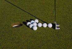 Disposizione della freccia delle sfere di golf Immagine Stock