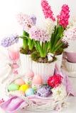Disposizione della tabella di Pasqua Fotografie Stock Libere da Diritti