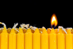 Disposizione delle candele e della luce della candela fotografie stock