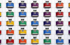 Disposizione di colore sulla parete bianca Fotografie Stock Libere da Diritti