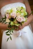 Disposizione di fiore del mazzo di cerimonia nuziale fotografia stock libera da diritti