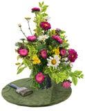 Disposizione di fiore su priorità bassa bianca Fotografia Stock