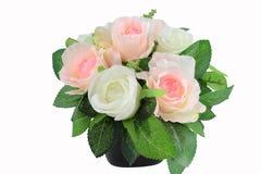 Disposizione di fiori artificiali della decorazione isolata su fondo bianco Fotografie Stock