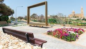 Disposizione di fiori e rotonde a Malta fotografie stock