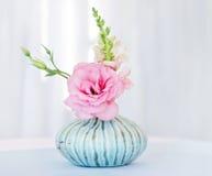 Disposizione di lisianthus del fiore Fotografie Stock Libere da Diritti