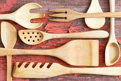 Disposizione di natura morta degli utensili di legno della cucina Fotografia Stock Libera da Diritti