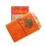 Disposizione di viaggio di euro soldi, mappa di Venezia e diario del blocco note fotografia stock