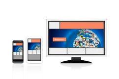 Disposizione di web design rispondente sui dispositivi differenti Metta su bianco Immagini Stock Libere da Diritti