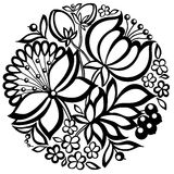 Disposizione floreale in bianco e nero sotto forma di un cerchio Immagini Stock Libere da Diritti