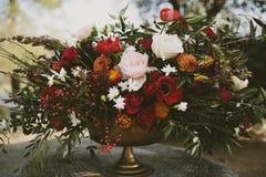 Disposizione floreale di autunno fotografie stock libere da diritti