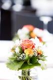Disposizione floreale di nozze fotografie stock libere da diritti