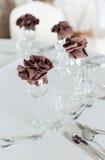 Disposizione interna con i vetri di vino Fotografie Stock Libere da Diritti