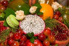 Disposizioni commestibili, mazzo della frutta commestibile fotografia stock libera da diritti