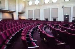 Disposizioni dei posti a sedere vuote del teatro Fotografia Stock