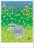 Disposizioni grige del gatto su erba Fotografia Stock