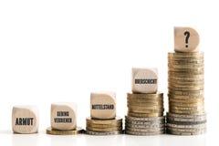 Disproportionnele inkomensverschillen tussen rijk en slecht royalty-vrije stock foto