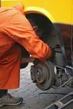 Disque changeant de frein de mécanicien Photos stock