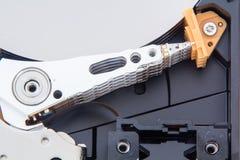 Disque et composants d'unité de disque dur de démontage photographie stock