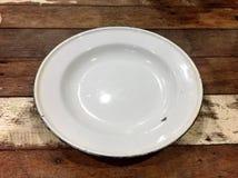Disque vide sur la table en bois Photos libres de droits