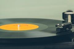 Disque vinyle de rotation. Image de tache floue de mouvement.  Vintage modifié la tonalité. Photos libres de droits