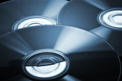 Disques compacts avec la teinte bleue Image stock