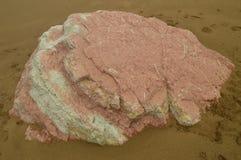 Disques roses de fossile de grès avec des formations de type flysch à partir de l'UNESCO Basque paléocène d'itinéraire de Geopark Photo stock