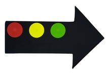 Disques rouges, jaunes et verts sur la flèche noire de tissu D'isolement Image stock