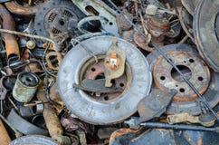 Disques rouillés inutiles et portés de frein et d'autres pièces Photos libres de droits