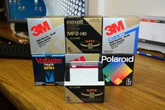 Disquettes 3 5 ` 3M, in extenso, maxell, polaroïd photos stock