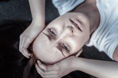 Disquieted unglückliche Frau, die über das Leben bedauert Stockbilder