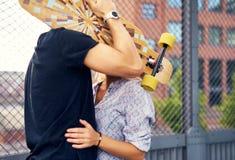 Dissimulation de caresse de couples Photos stock