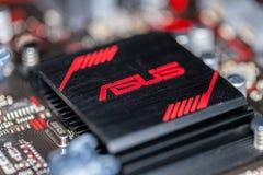 Dissipador de calor de Asus em um mainboard positivo da prima 350 do asus Imagens de Stock