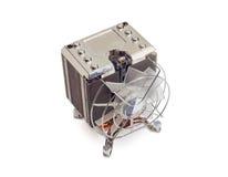 Dissipador de calor ativo do processador central com fã em um fundo claro Foto de Stock